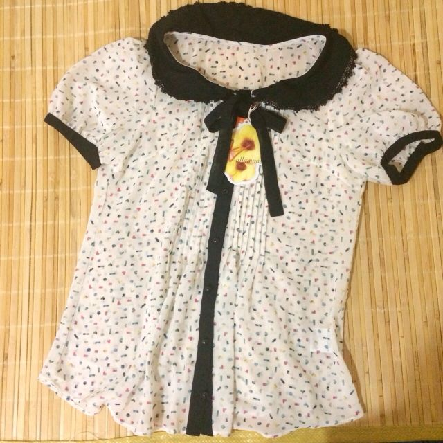 日本Ingni姐妹牌精緻雪紡雕花蝴蝶結領彩色點點上衣
