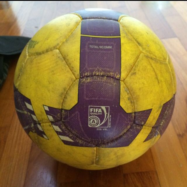 Existe Voluntario semanal  Nike T90 Omni Match Ball OMB, Sports on Carousell