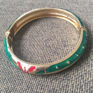 BN✨ Gold Bangle with designs