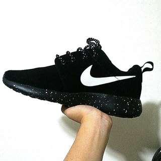 ⚡(全新)Nike Roshe run 黑色潑墨