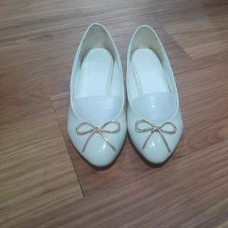 尖頭金屬蝴蝶結淺口娃娃鞋