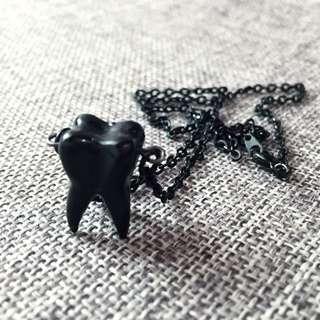 全黑牙齒形狀項鍊