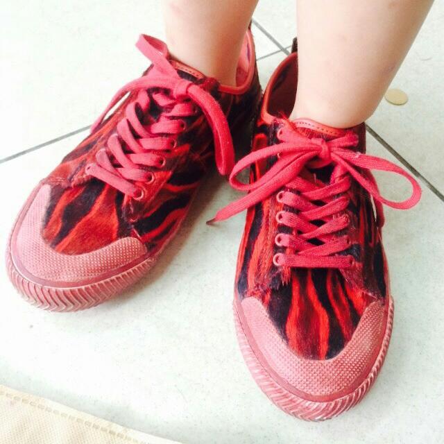 麥坎納馬毛球鞋