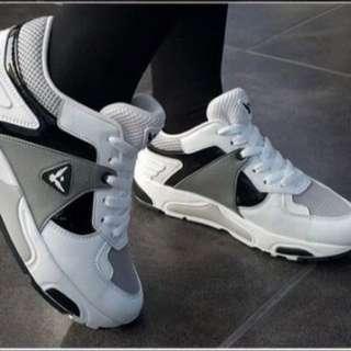 韓國 SBENU 運動鞋 黑白款 3.5公分高 百搭好穿 25.5號現貨*1 建議25-25.5可穿 尺寸23-28 其他尺寸款式可預購訂購 全新正品 韓國代購