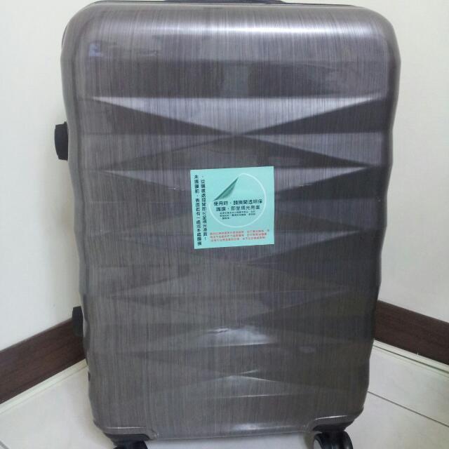 (保留中)24吋PC四輪銀灰鑽石切割紋飛機輪密碼鎖行李箱