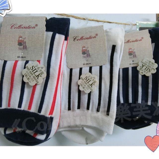 日系 直條紋 可愛 學院風中筒襪 *2件180元