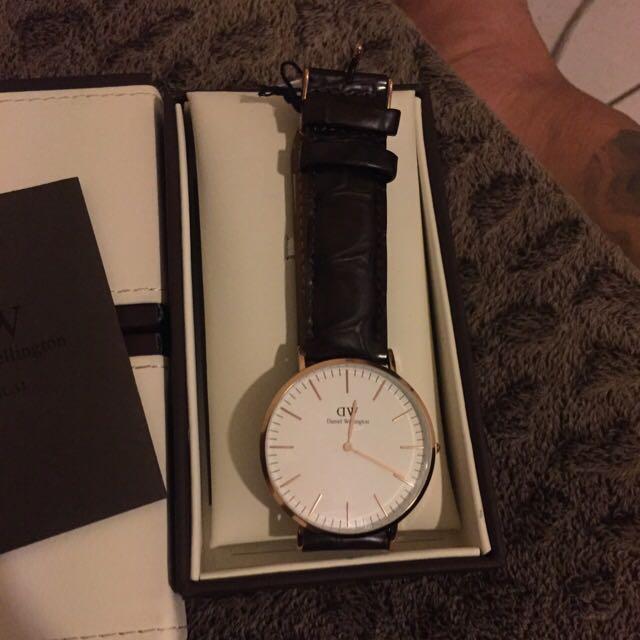 Dw錶 素面皮錶帶 便宜賣