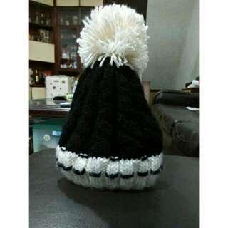 黑色 白球 設計毛帽
