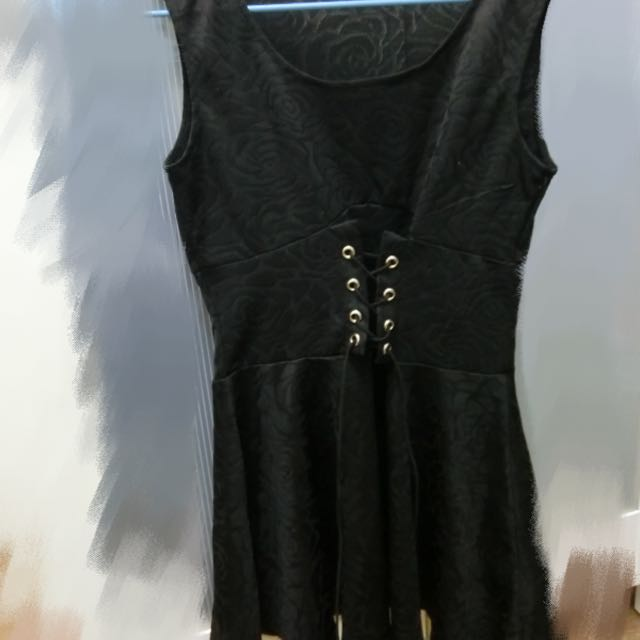 《二手衣物》玫瑰花紋修身可愛小洋裝—黑色