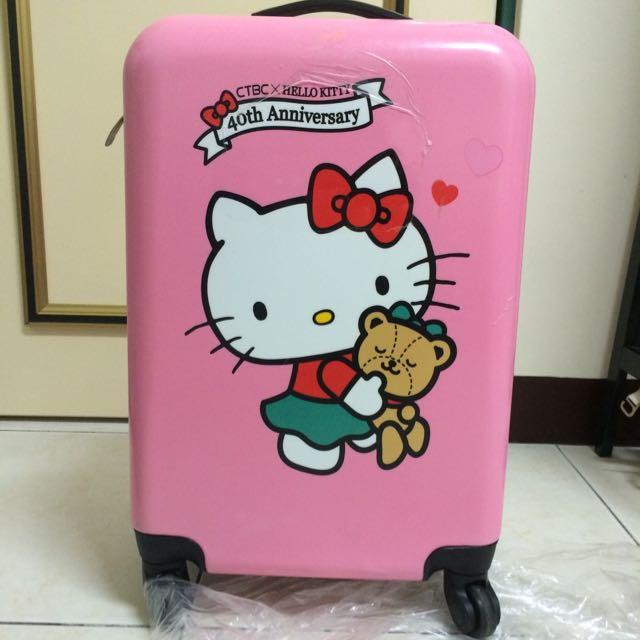 中國信託送的hello Kitty行李箱