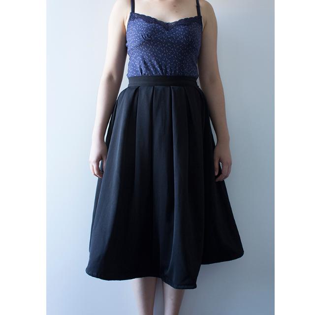 Perfectly pouffy midi mid-waist circle skirt