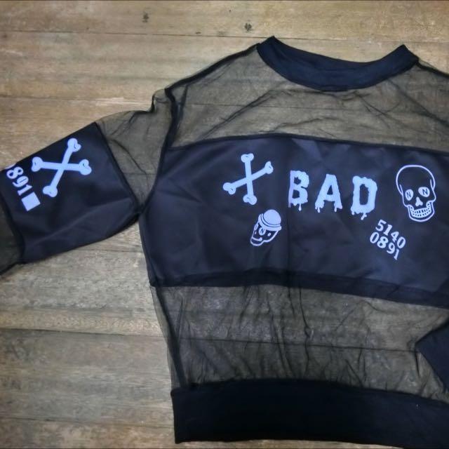 《二手衣物》黑色個性骷髏頭露肚子Tshirt