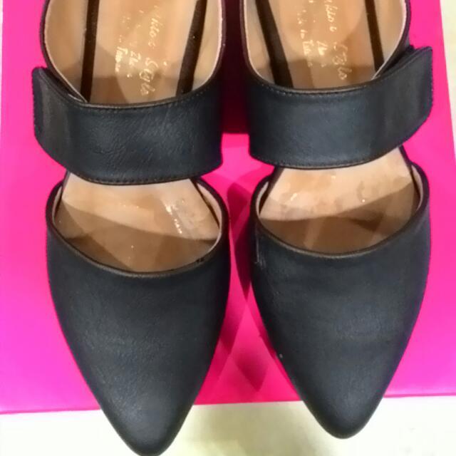37 ,23.5黑尖頭 質感 時尚 正式 休閒 個性 涼 平底鞋