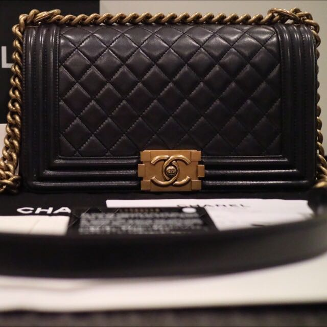 bc262664a AS NEW Authentic CHANEL MEDIUM Le Boy Flap Bag Pearly Black Lambskin Gold  *RARE*, Luxury on Carousell
