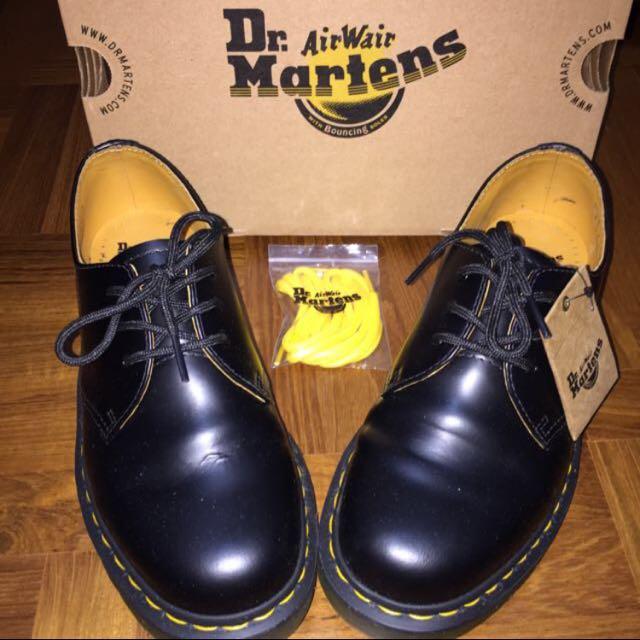 Authentic Dr. Martens CLASSICS (Black