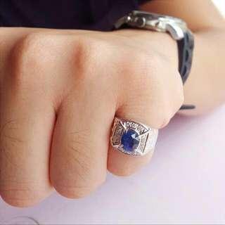 Blue Sapphire + Diamonds in White Gold.