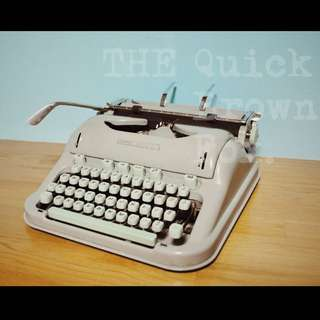 《Quick Brown Fox》1964 Hermes3000 typewriter古董打字機(工業風,骨董,復古)