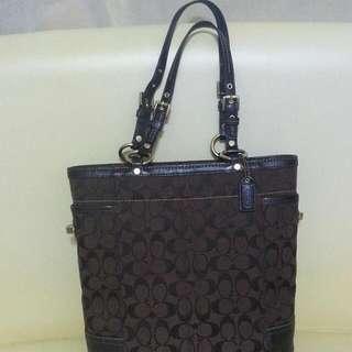 【降價】COACH  經典LOGO紋,咖啡色~手提包,肩背包
