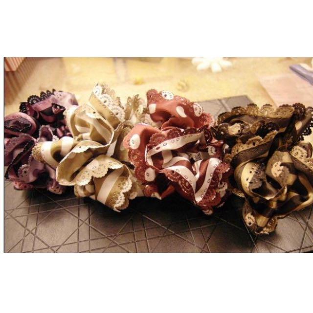 韓國🇰🇷浪漫雙色點點雕花蕾絲滾邊大腸圈髮束