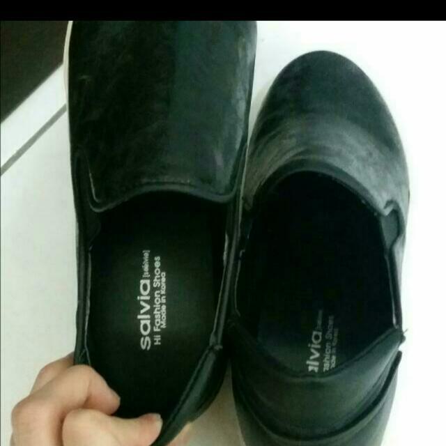 黑色皮革材質 內增高休閒鞋(已含運費)