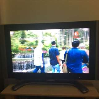 Sharp 37' LCD TV with roller TV Stand