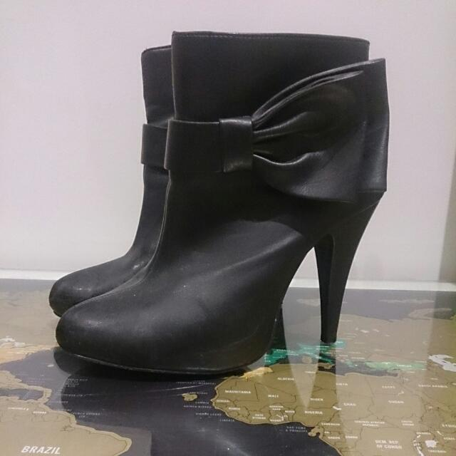 Black Heeled Boots With Bow