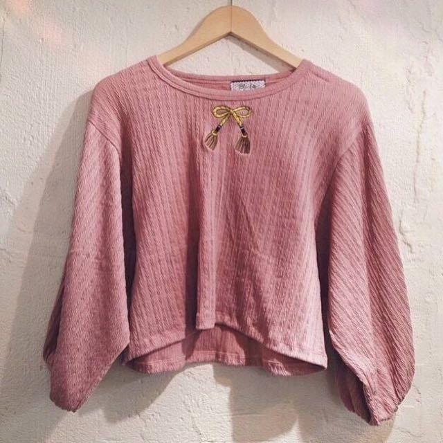 👉🏻SweetDrug 刺繡短版衣 粉色蝴蝶結