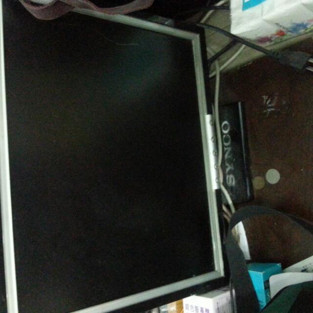 電腦螢幕1000 主機5000 一起買會送鍵盤滑鼠