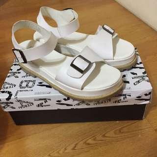白色厚底涼鞋