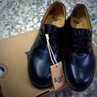 Dr Martens 馬汀 1461 經典三孔硬靴