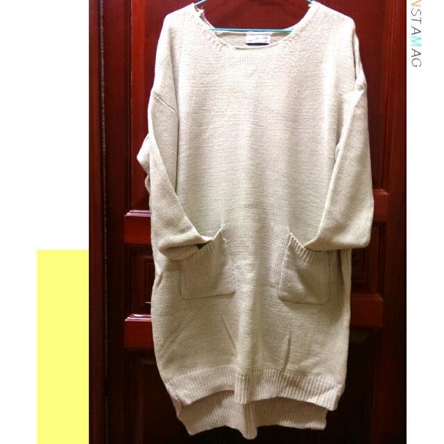 米色長版針織衣