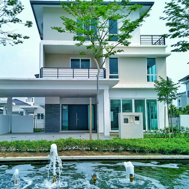 Johor Bahru Luxurious Lakeside Villa @ Senibong Cove FOR SALE