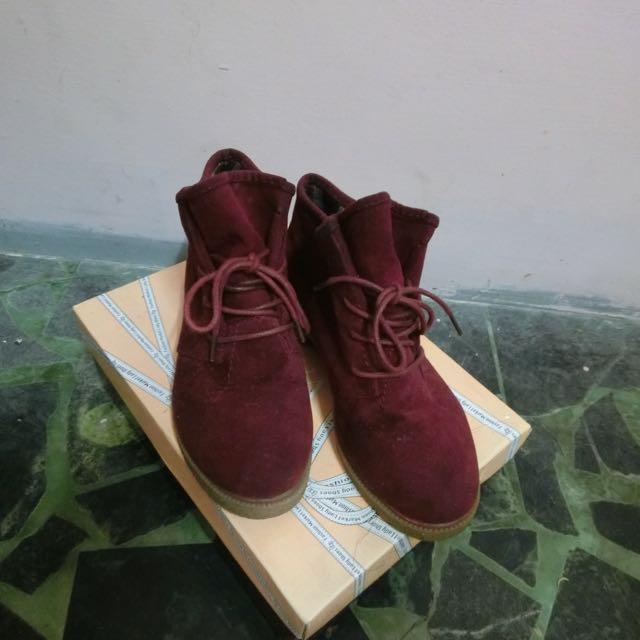 酒紅色靴子