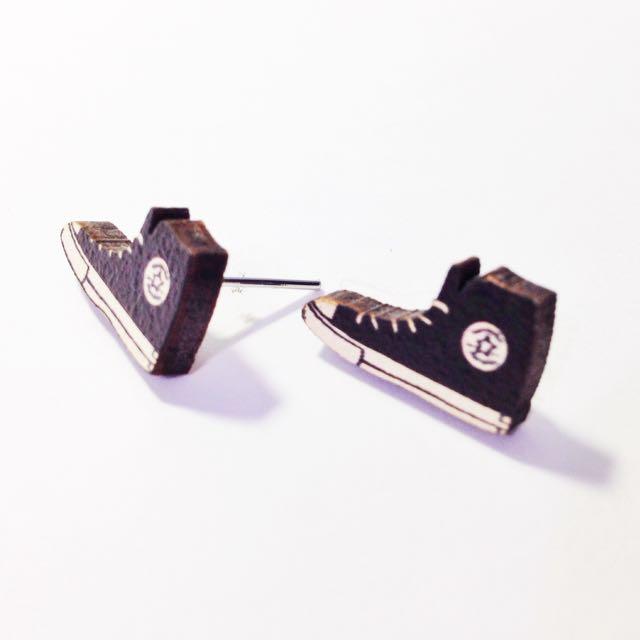 全新 黑色帆布鞋耳環