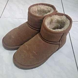 二手-厚實短筒栗色淺棕保暖雪靴