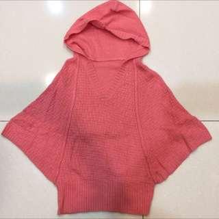 八成新桃紅色連帽蝙蝠連袖斗篷式兔毛混紡毛衣