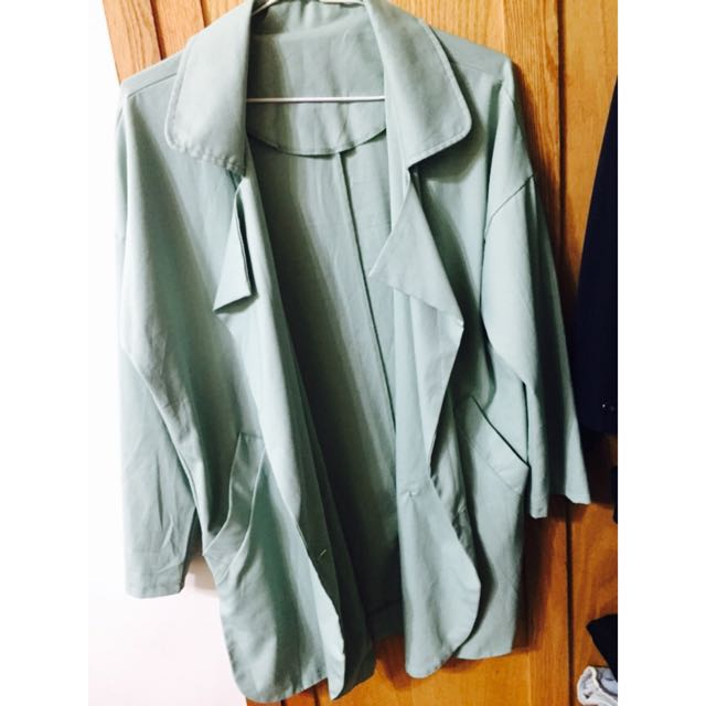 果綠色西裝外套