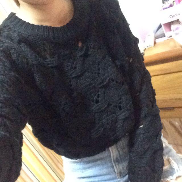 黑色短版毛衣