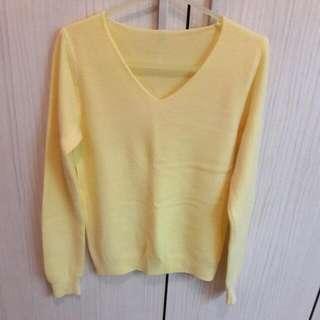 九成新 素面鵝黃色長袖毛衣