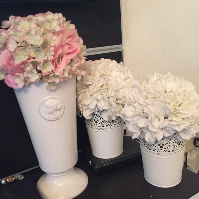 2 x Ikea Vase incl flowers + 1 x King and King Wong vase incl Flowers