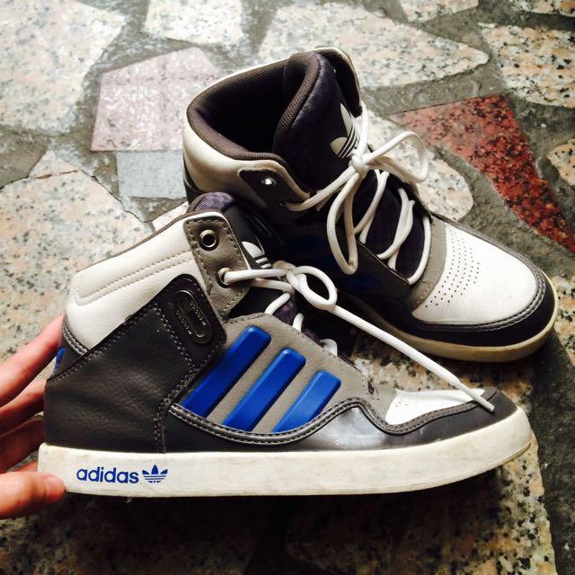 Adidas 休閒鞋