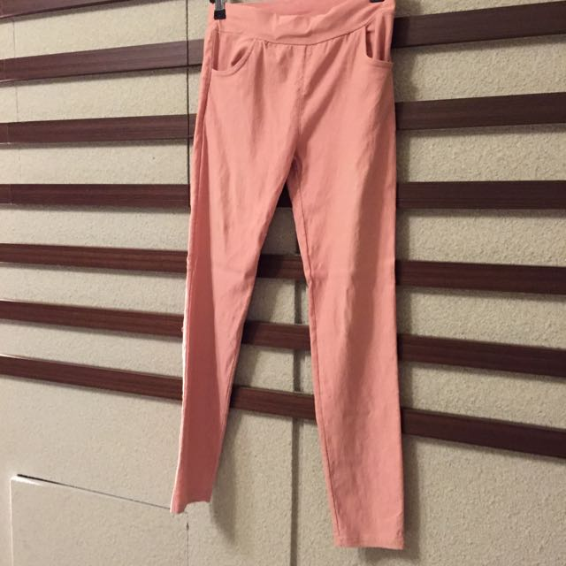 🌀M碼粉色伸縮內搭長褲。