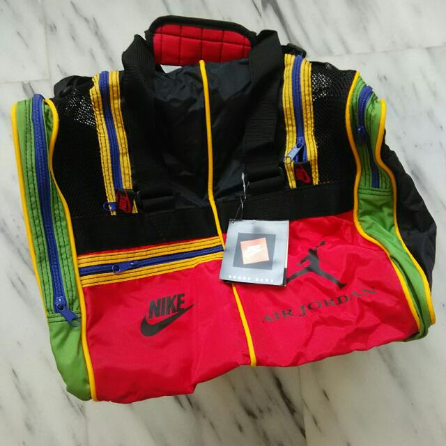 ellos Comprimido Entretenimiento  NOS Retro Nike Air Jordan Gym Bag, Sports on Carousell