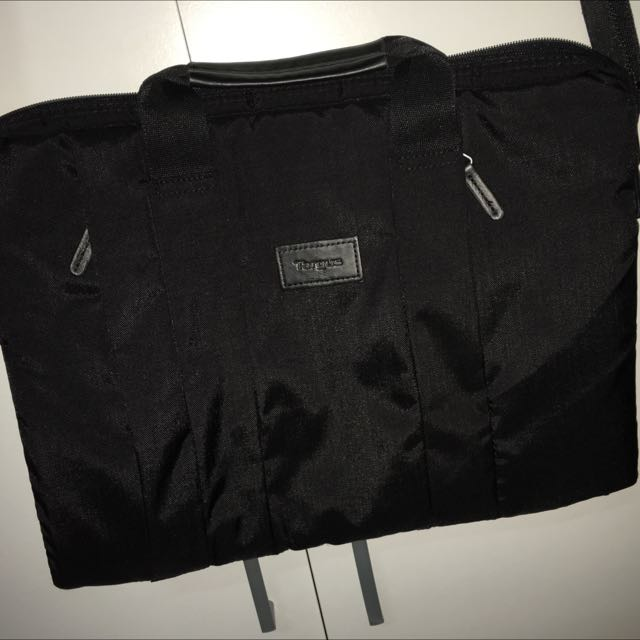 """Targus Laptop Bag Suitable For 15"""" With Strap And Pockets"""