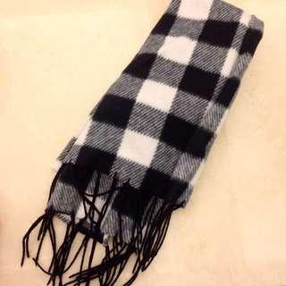冬季必備黑白圍巾