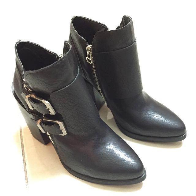 ⭐️全新⭐️韓版質感皮靴25號