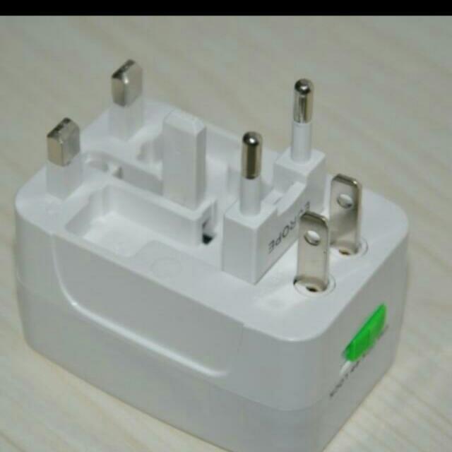 (預購)全球多功能轉換插座