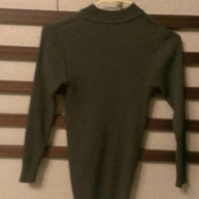🌀墨綠長袖針織上衣。