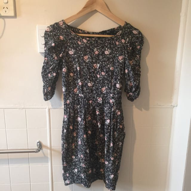 Cute Size 6 Fitted Foral Dress