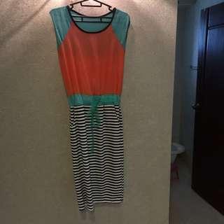 條紋彩色拼接及膝綁帶連身雪紡長洋裝